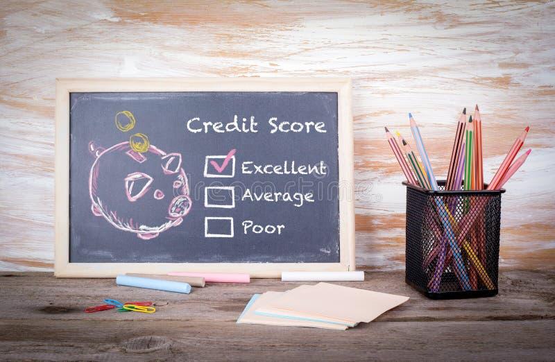 Excellent, concept de score de crédit Fond de panneau de craie avec la texture images libres de droits