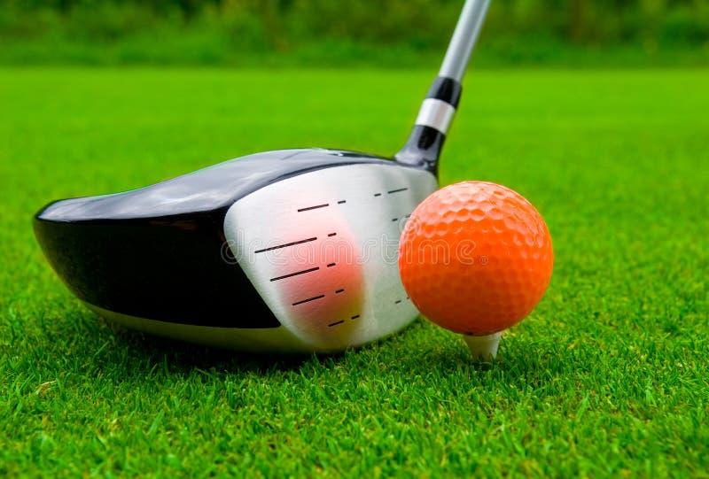 Download Excitador Do Golfe Com Esfera Alaranjada. Imagem de Stock - Imagem de reflexão, esfera: 16870691