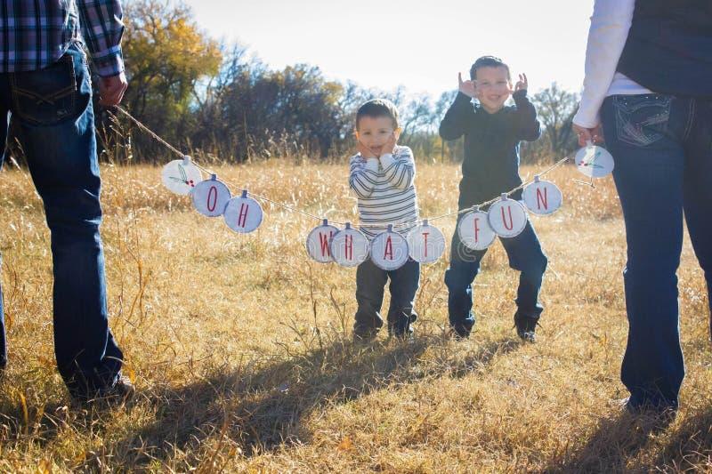 Excitamento do Natal com crianças fotos de stock royalty free