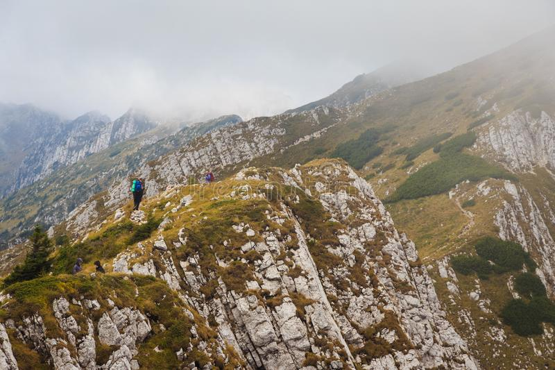Excitant le paysage il les montagnes roumaines de Carpatians image stock