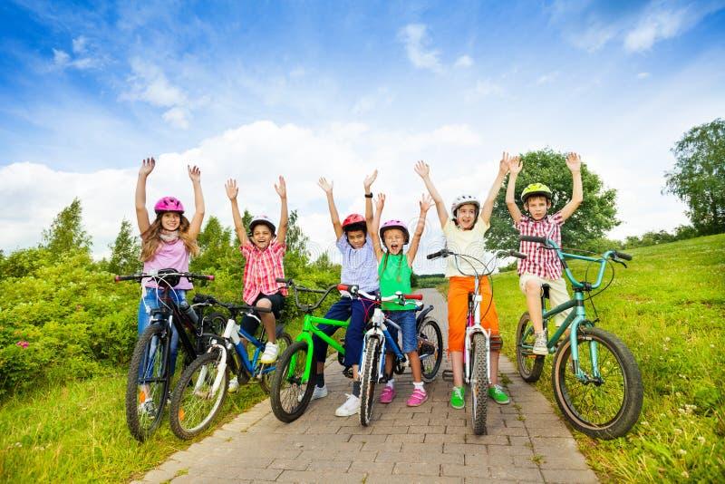 Картинки по запросу дети на велосипедах