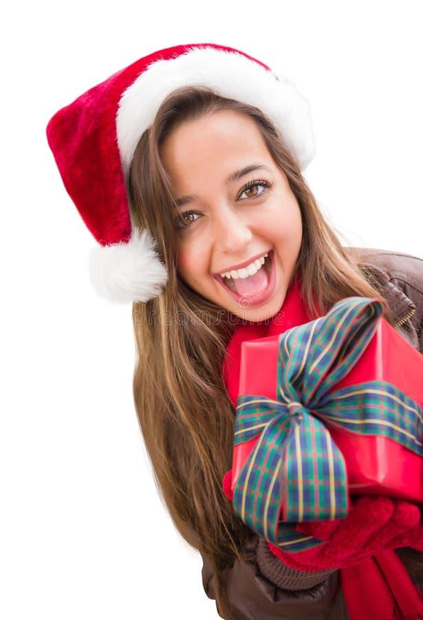 Excited предназначенное для подростков носящ шляпу Санты рождества с подарком обернутым смычком Iisolat стоковая фотография