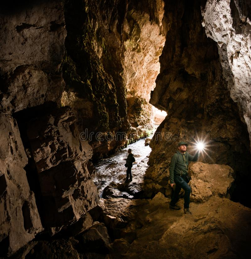 Excursão à caverna de Huagapo em Tarma, Peru fotografia de stock royalty free
