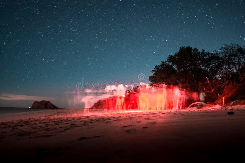 Excursão da tartaruga de mar de Costa Rican sob as estrelas fotografia de stock