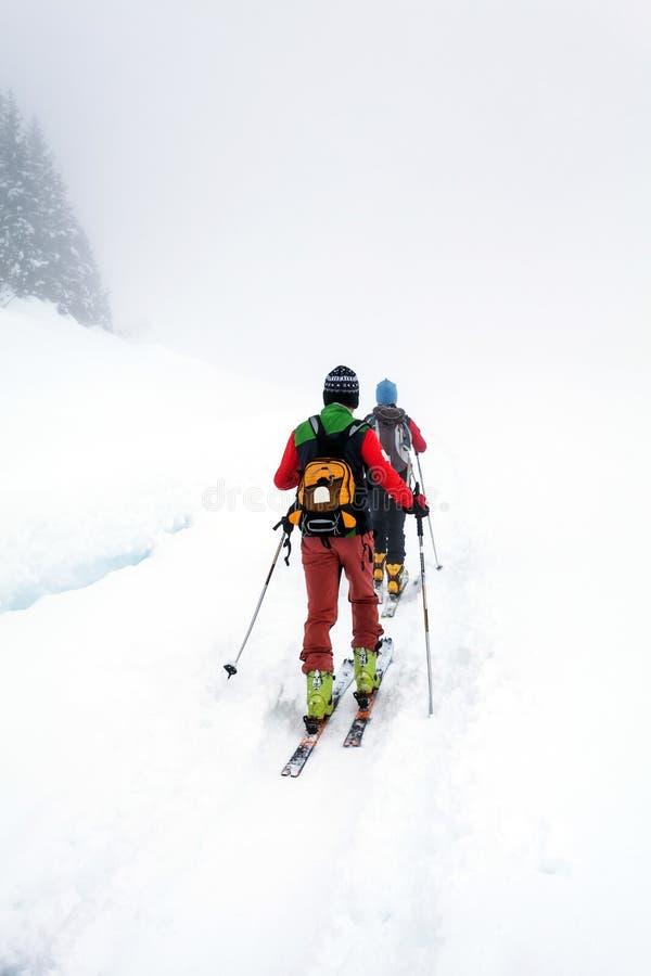Excursão de alpinismo de esqui fotos de stock royalty free