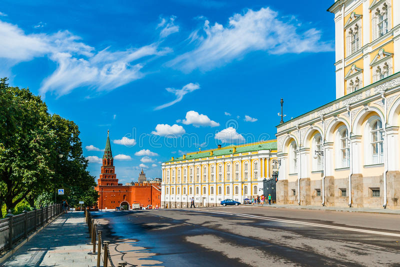 Excursão 28 do Kremlin: Torre de Borovitskaya, a construção imagens de stock