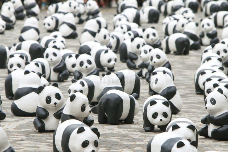 Excursão do mundo de 1600 pandas em Hong Kong imagens de stock