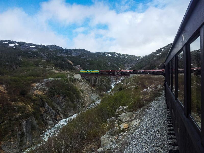 Excursão do trem a Yukon do porto de chamada Skagway fotos de stock royalty free
