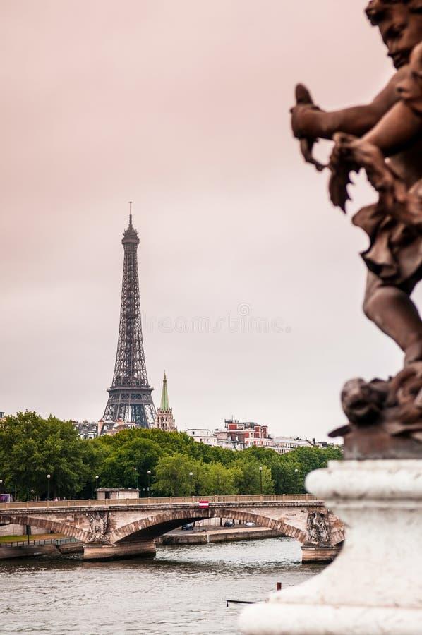 Excursão Eiffel do La, torre Eiffel e Seine River foto de stock royalty free
