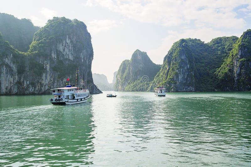 Excursão longa do barco da baía do Ha fotos de stock