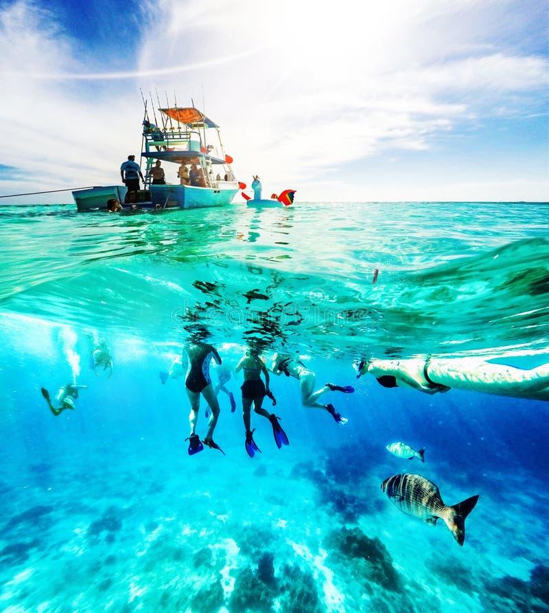 Excursión del barco de la diversión del mar del Caribe foto de archivo