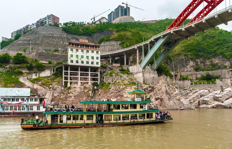 Excursión las velas de la nave en el río Yangzi fotografía de archivo libre de regalías