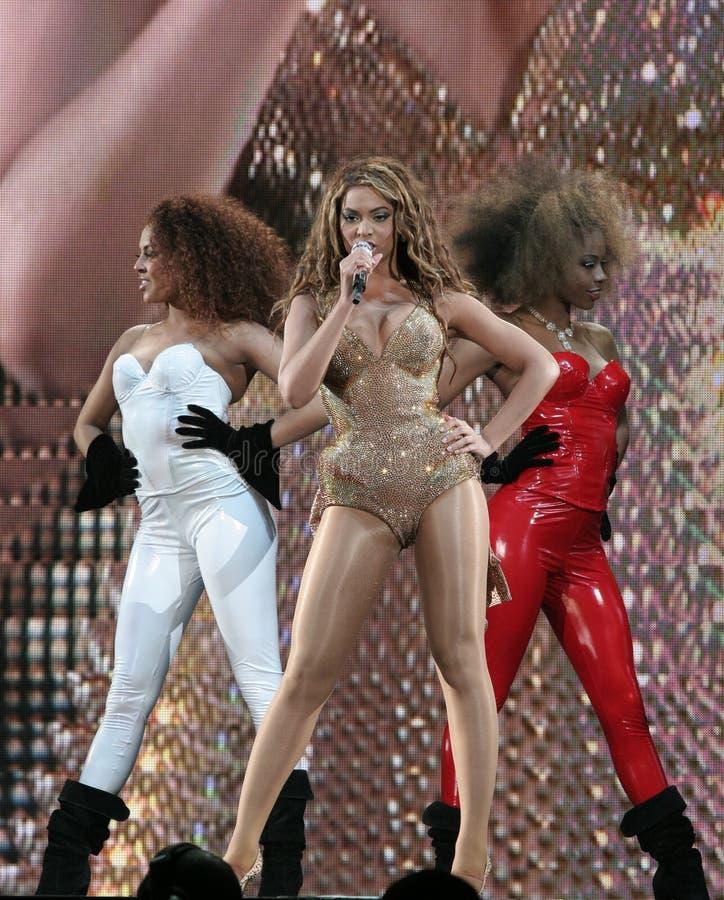 Execução de Beyonce viva no O2 em Londres imagens de stock