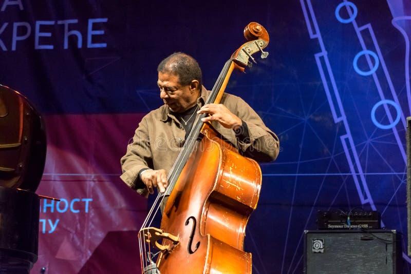Execução de Buster Williams do baixista do jazz viva em Nisville Jazz Festival, o 11 de agosto 2016 imagens de stock royalty free