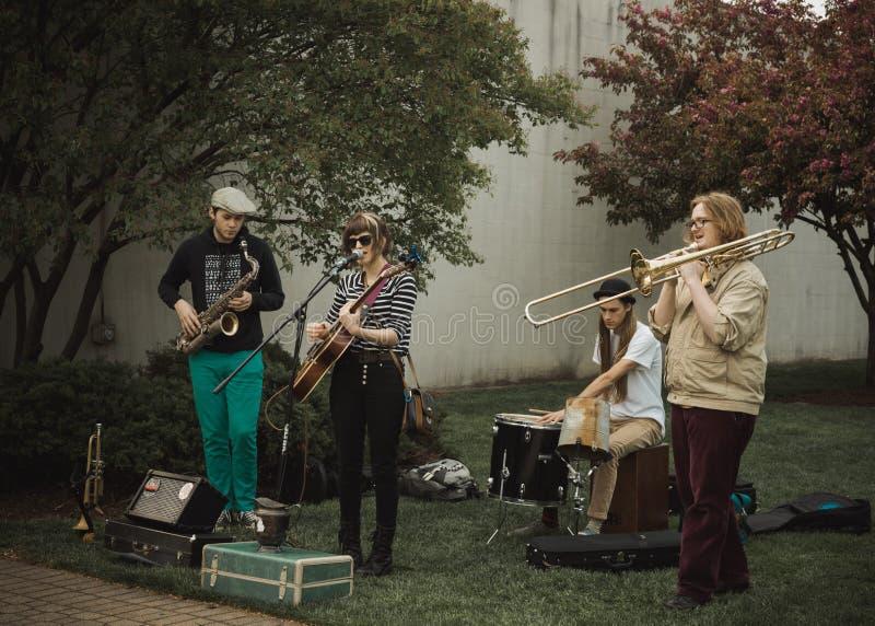 Execução dos músicos da rua fotos de stock royalty free