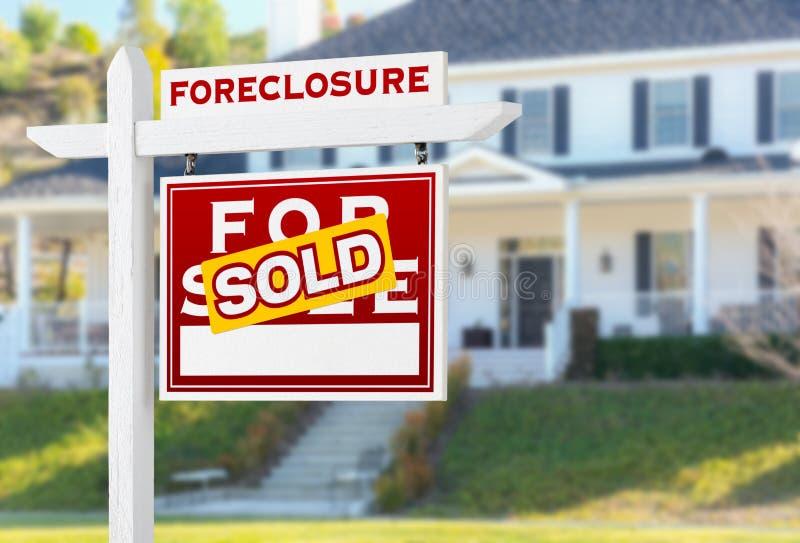 Execução duma hipoteca direita do revestimento vendida para o sinal de Real Estate da venda imagem de stock royalty free