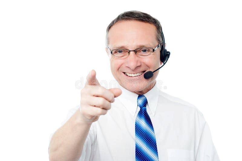 Execuitve do negócio maduro com auriculares imagem de stock