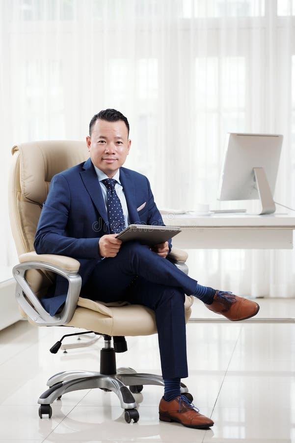 Executivo empresarial bem sucedido fotografia de stock royalty free