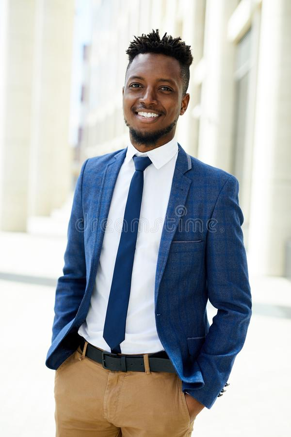 Executivo empresarial preto seguro alegre fotografia de stock