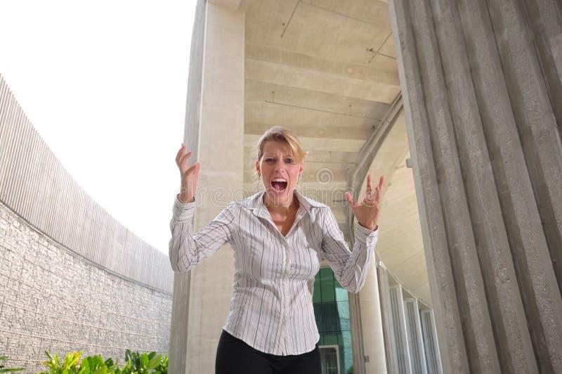 Executivo fêmea caucasiano corporativo frustrado imagem de stock