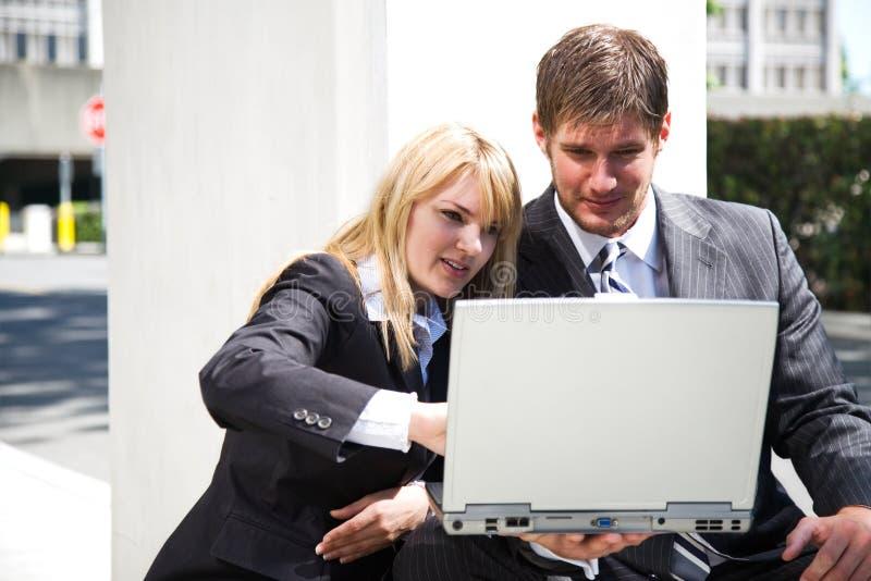 Executivos caucasianos de trabalho fotografia de stock