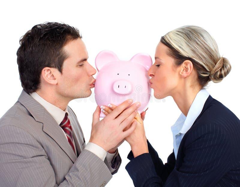 Executivos com um banco piggy imagem de stock royalty free