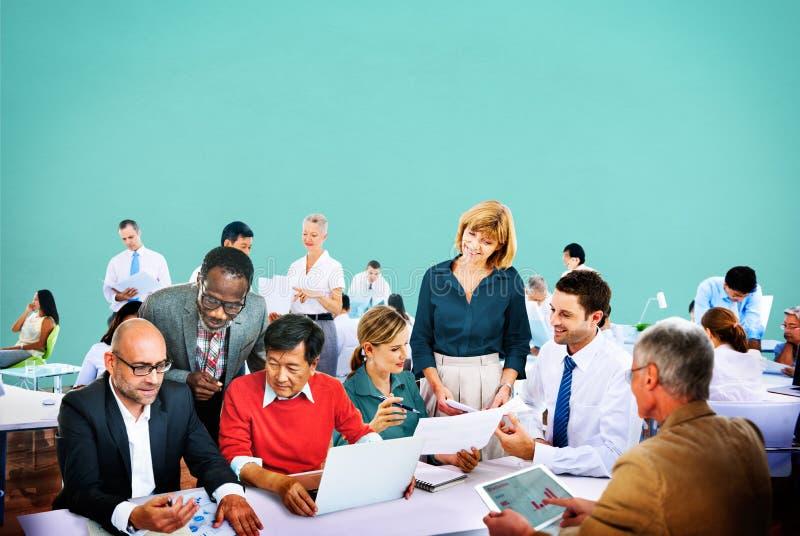 Executivos da discussão de trabalho Team Concept do escritório imagem de stock