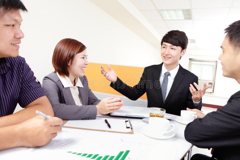Executivos da reunião de grupo imagens de stock royalty free