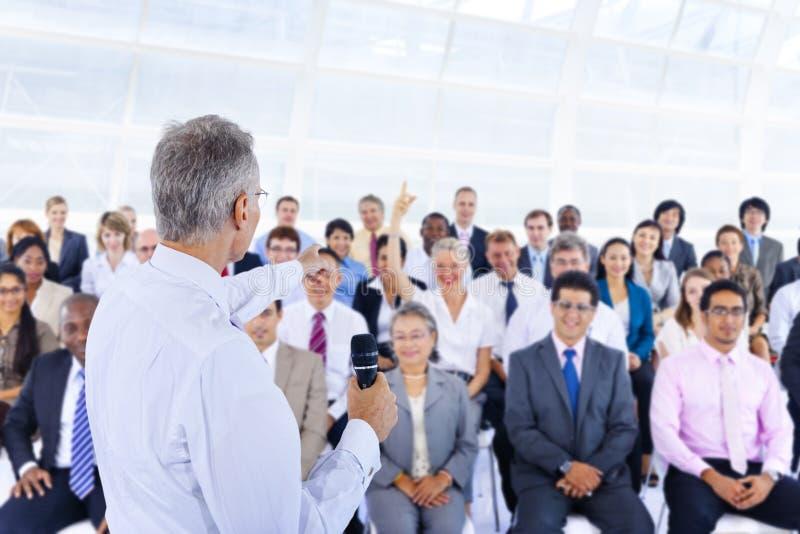 Executivos de Deversity Team Seminar Concept incorporado fotos de stock royalty free