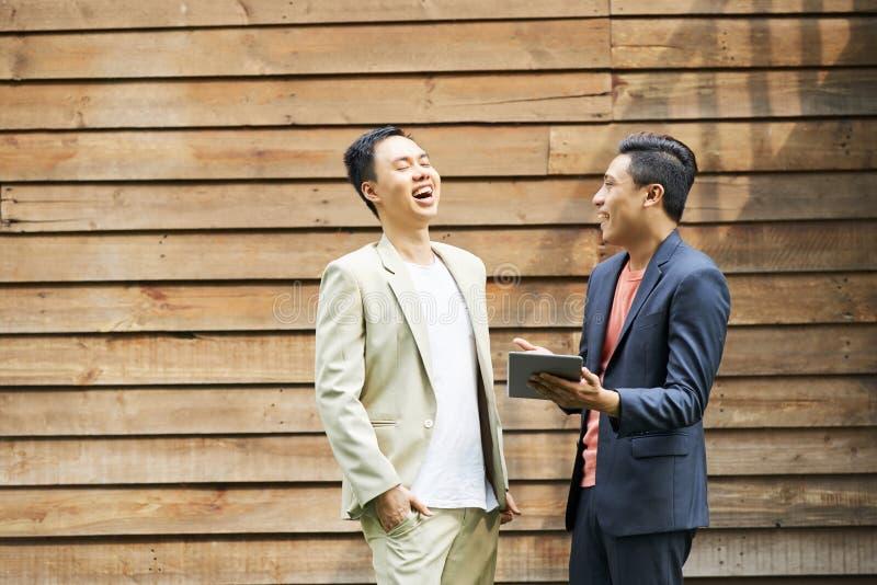 Executivos de riso e de gracejo fotos de stock royalty free