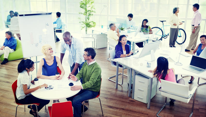 Executivos de Team Creative Eco Office Concept foto de stock