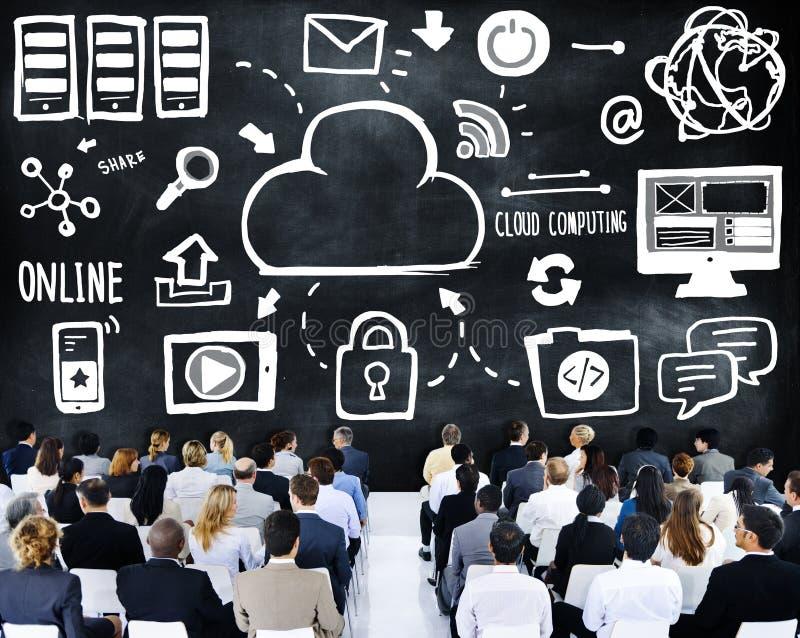 Executivos do conceito de computação da conferência do seminário da nuvem imagens de stock