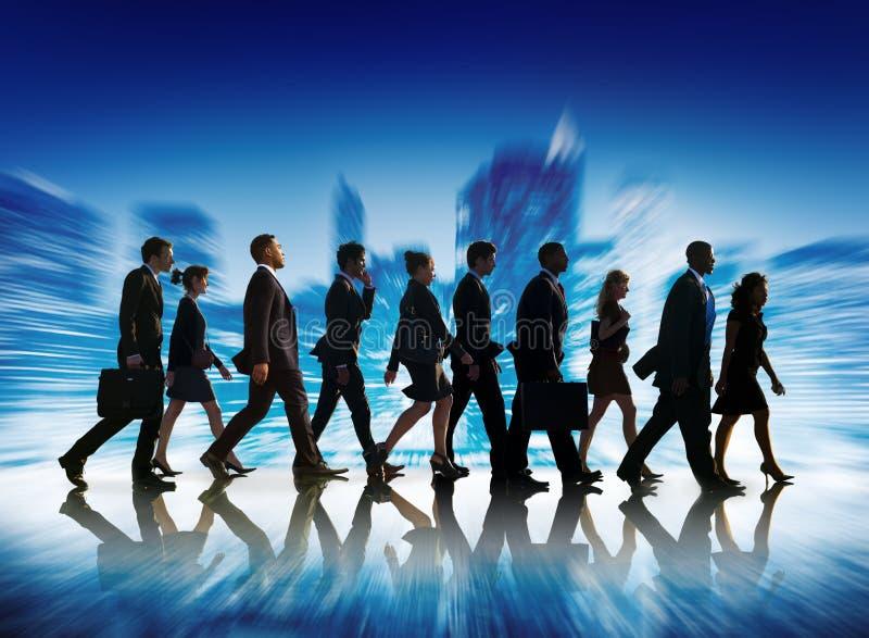 Executivos do conceito de passeio da cidade do curso incorporado fotos de stock royalty free