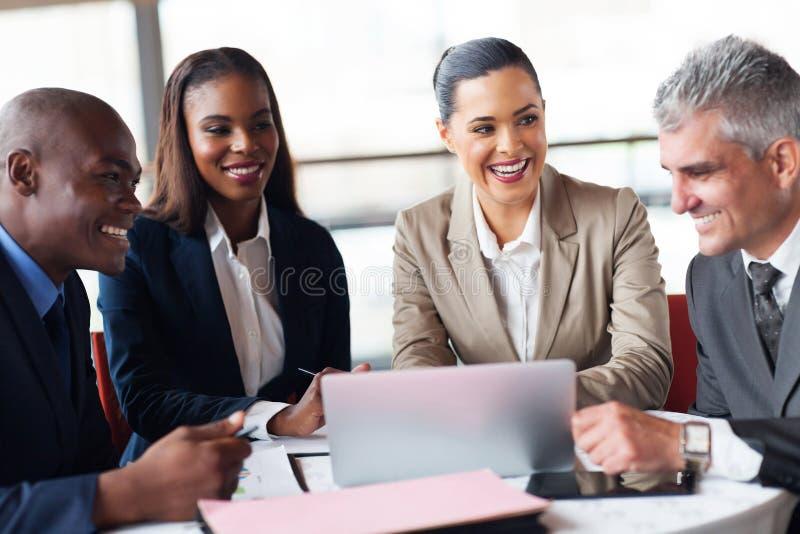 Executivos do encontro imagens de stock royalty free