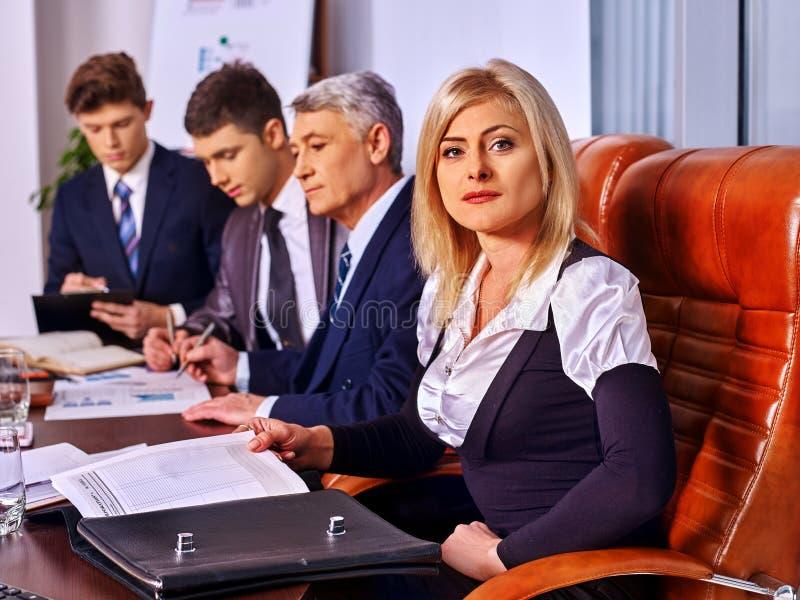 Executivos do grupo no escritório fotografia de stock