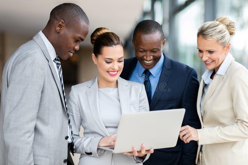Executivos do laptop imagem de stock royalty free