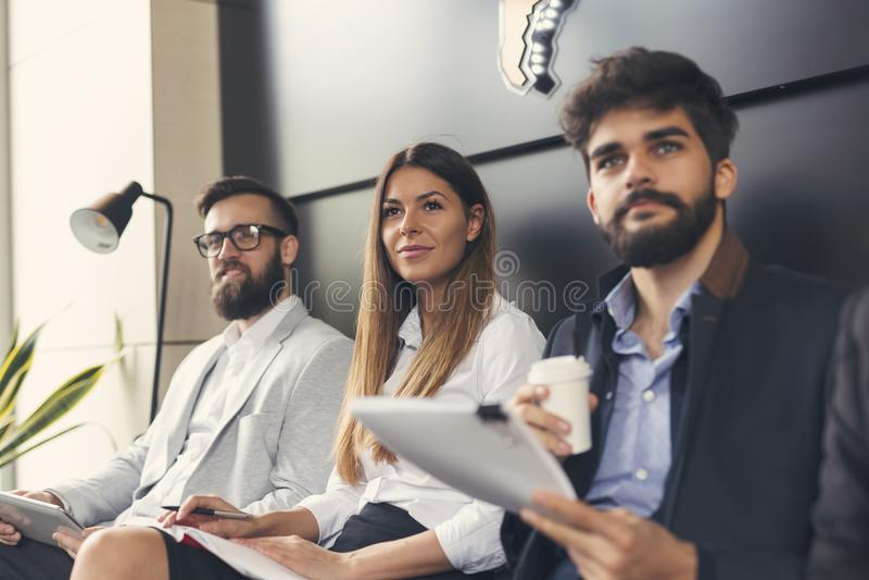Executivos em uma reunião foto de stock