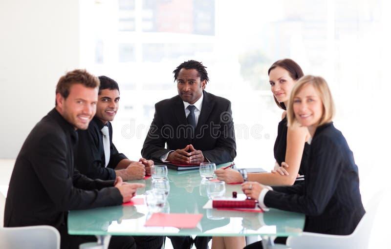 Executivos em uma reunião fotos de stock royalty free