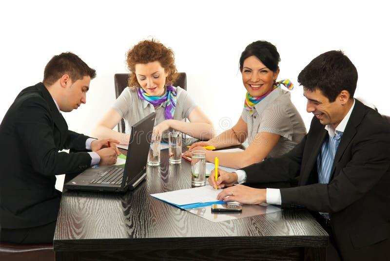 Executivos felizes na reunião imagem de stock