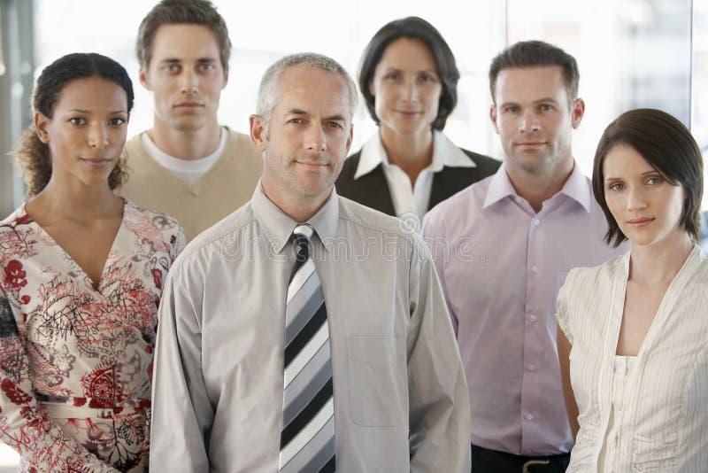 Executivos multirraciais seguros foto de stock