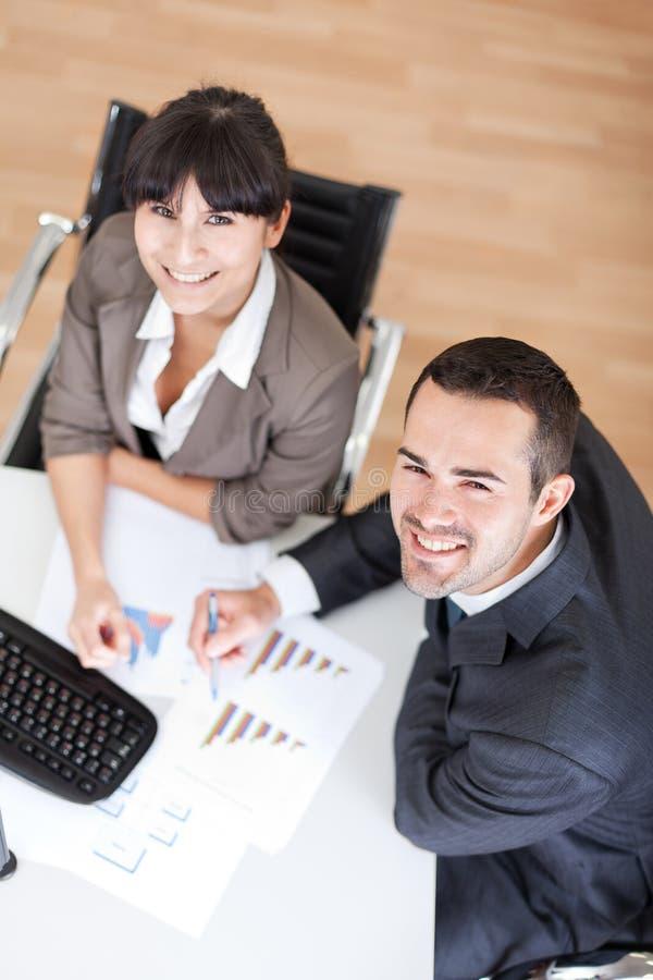 Executivos no escritório na reunião imagem de stock royalty free