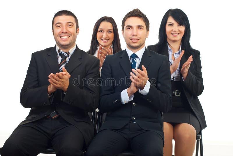 Executivos que aplaudem na conferência fotografia de stock