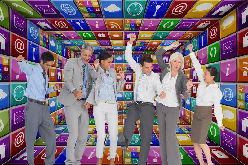 Executivos que dançam na sala dos apps foto de stock royalty free