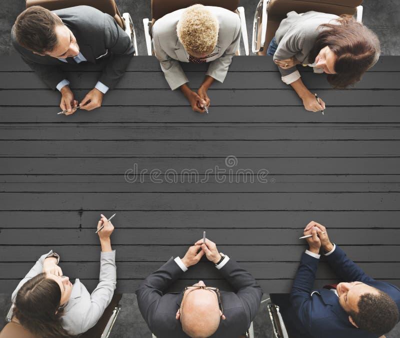 Executivos que encontram o conceito de trabalho dos trabalhos de equipa imagens de stock royalty free