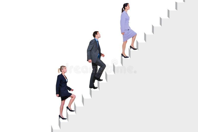 Executivos que escalam escadas imagens de stock royalty free