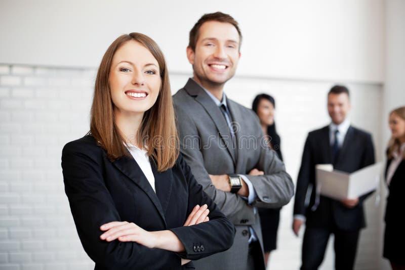 Executivos que stainding fotografia de stock royalty free