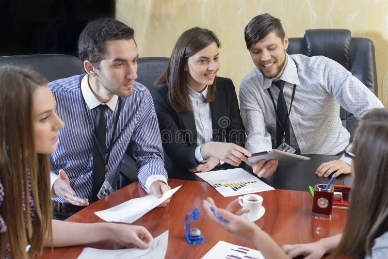 Executivos que t?m a reuni?o da dire??o fotografia de stock
