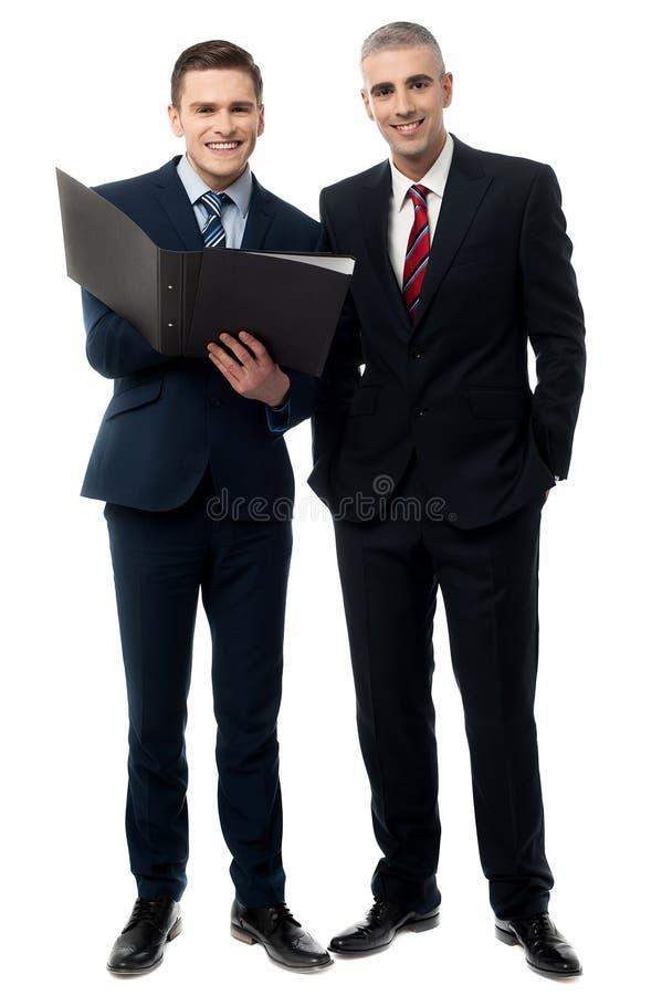 Executivos seguros do levantamento fotos de stock