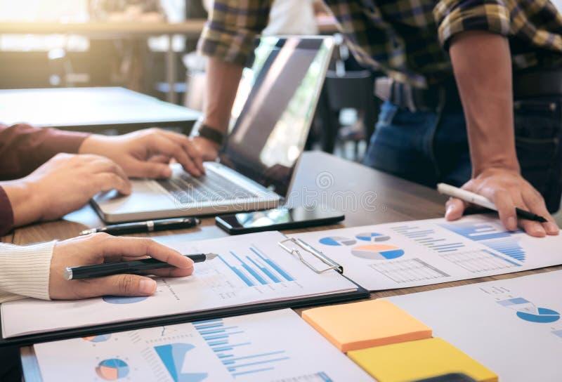 Executivos Startup da reunião de grupo, colegas de trabalho criativos novos foto de stock