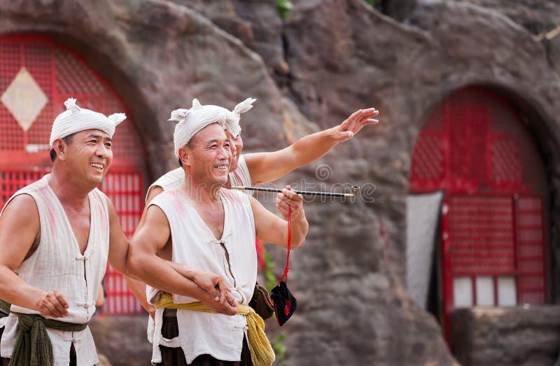 Executor da cachoeira do hukou em China imagens de stock